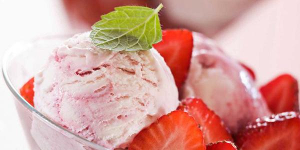 Веганское клубничное мороженое
