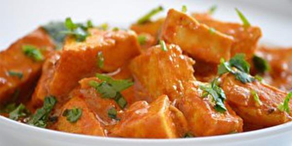 Индийский томатный салат с вегетарианским сыром