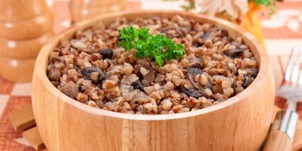 Каша с гречкой, рисом и грибами