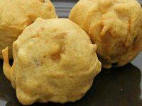 Алувады (картофель в кляре с сырной начинкой)